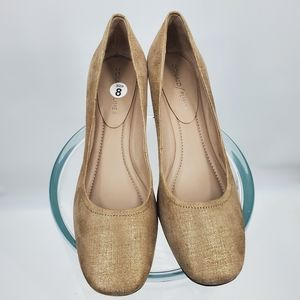 Donald Pliner tan and gold heels | Size 8*